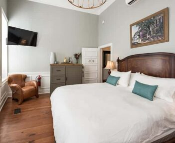 One Bedroom Suite – Room 201, The Quarters on Vendue